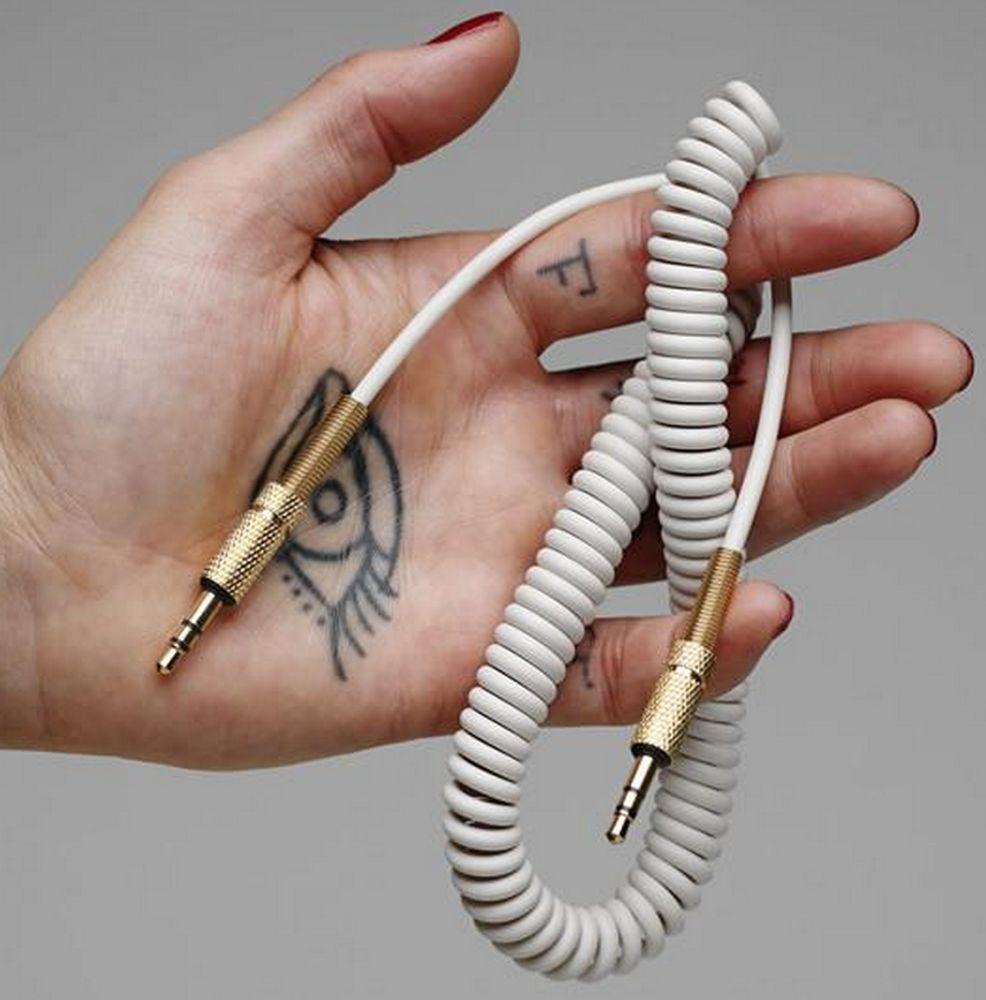 Câble Mini-jack fourni avec l'enceinte Marshall Stanmore